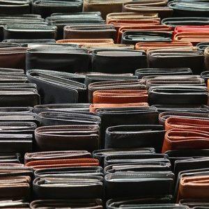 Ledergeldbeutel in verschiedenen Farben